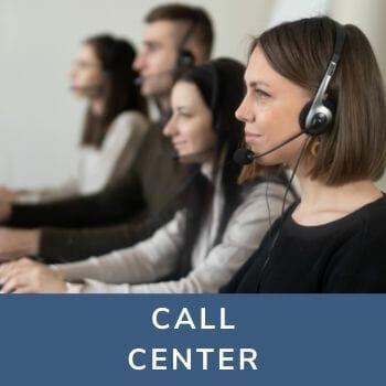 pracownicy niepełnosprawni w call canter. Zdjęcie na stronie https://mywspieramy.org
